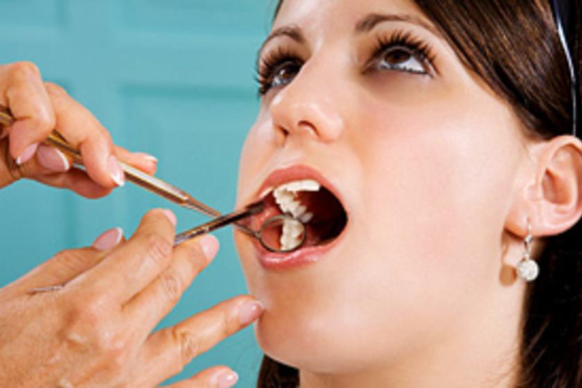 keserűség a szájban folyamatosan szaga van a szájnak holt lehelet