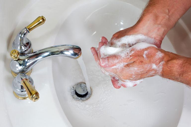 mint pinwormokkal kezet mosni